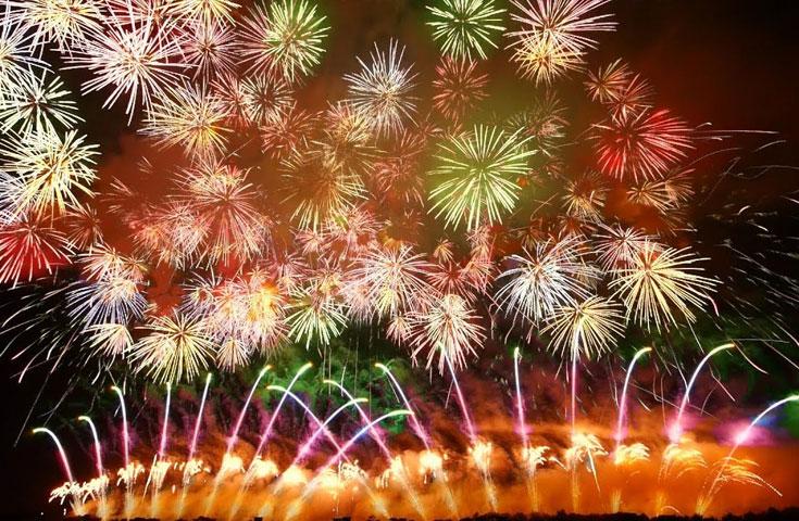 全国トップクラスの花火師が競い合う「全国デザイン花火競技会」