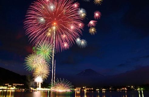 遊覧船から優雅に花火をご鑑賞。