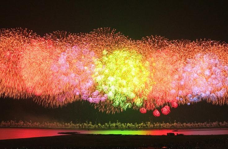 「越後三大花火」のひとつ、ぎおん柏崎海の花火大会