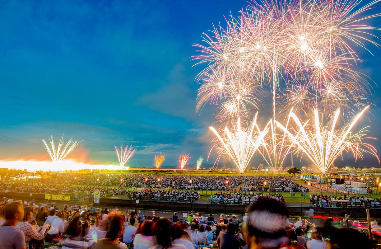 2日間で100万人の観客が集まる日本屈指の花火大会