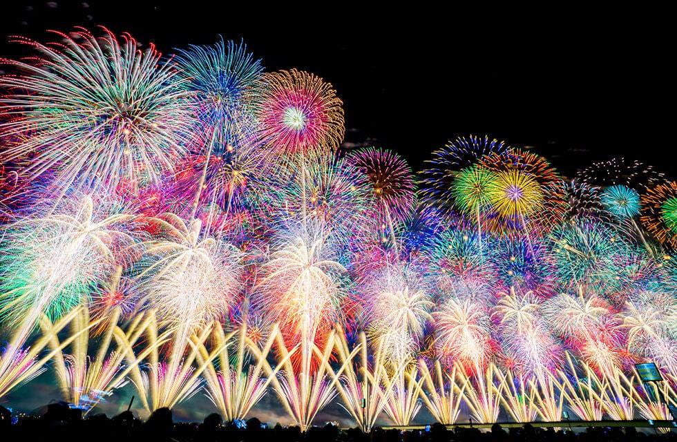 長岡の空に咲く、圧倒的スケールの名物花火