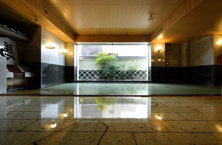 さっぱり温泉入浴も(天童温泉「ホテル王将」大浴場イメージ)