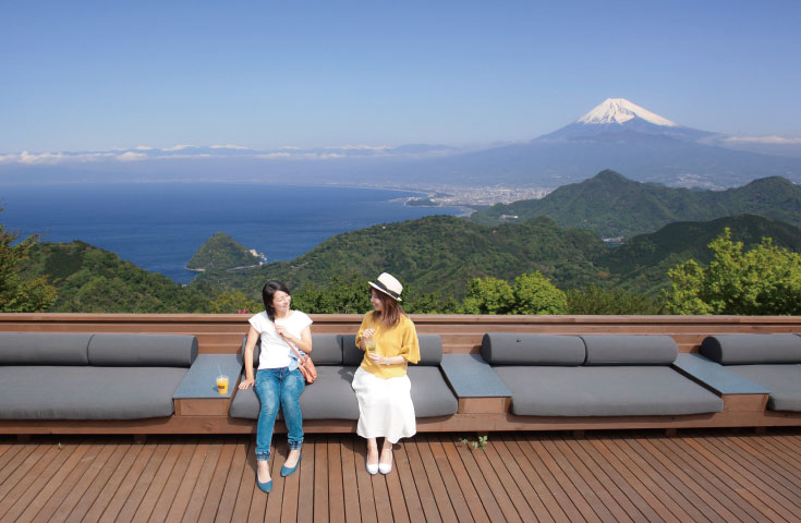 [新宿発]ぐるり富士山の旅!ひんやり涼しい溶岩洞窟と富士山と駿河湾を一望「碧テラス」★海鮮浜焼き食べ放題とぶどう狩り食べ放題
