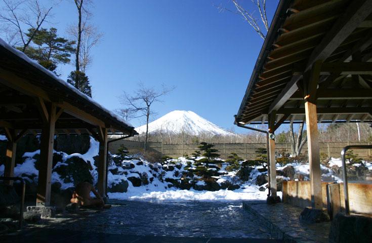 富士山を眺める絶景温泉で初湯をご堪能