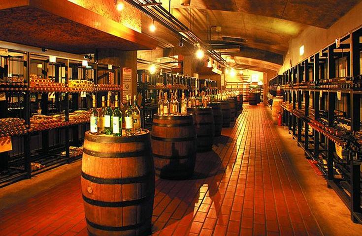 勝沼地区最古のワインセラー