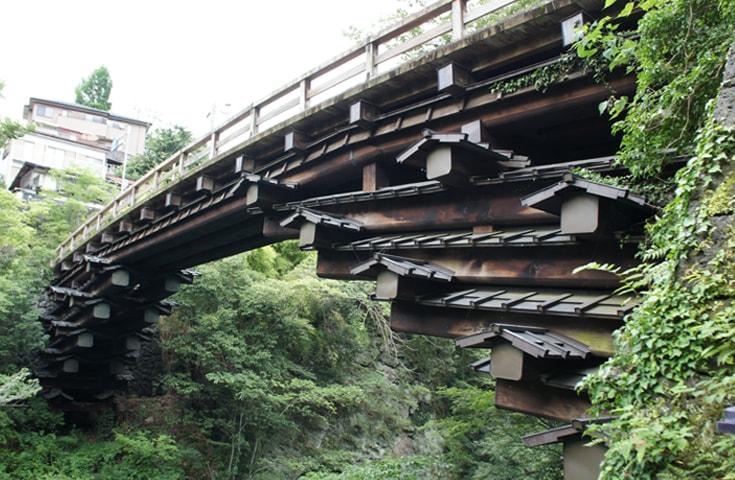 日本三大奇橋の1つ「猿橋」