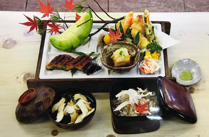 国産天然マツタケが味わえる「特選松茸御膳」