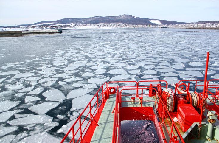 ≪新造船≫流氷砕氷船『ガリンコ号III・IMERU』乗船体験とズワイガニ足炉端焼きセットに舌鼓