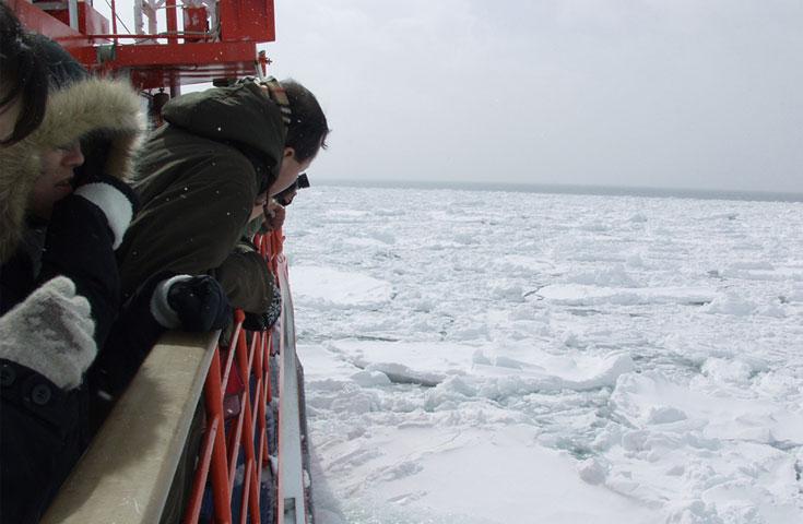 流氷観光砕氷船『ガリンコ号III』乗船券付