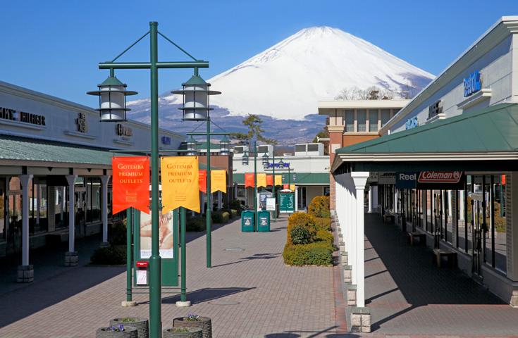 富士山一望のアウトレットへ