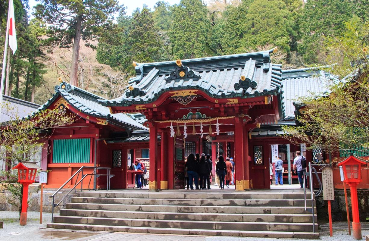 勝負の神として頼朝公・家康公など幾多の武将も訪れた箱根神社