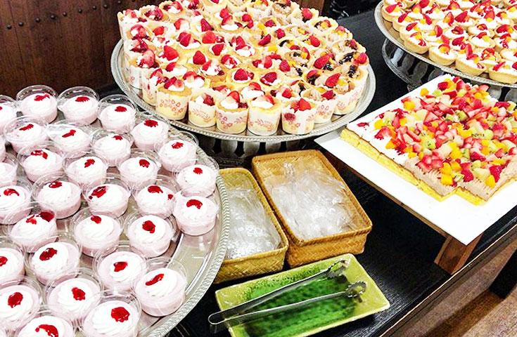デザートのケーキも食べ放題(イメージ)