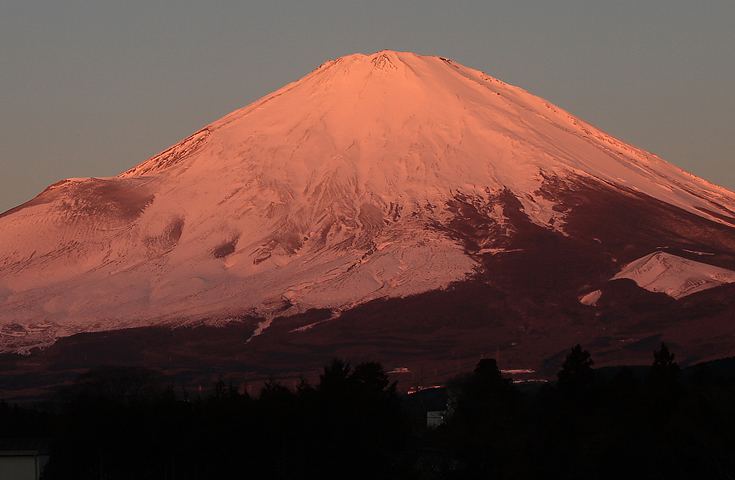 赤富士(朝日で赤く染まる富士山)