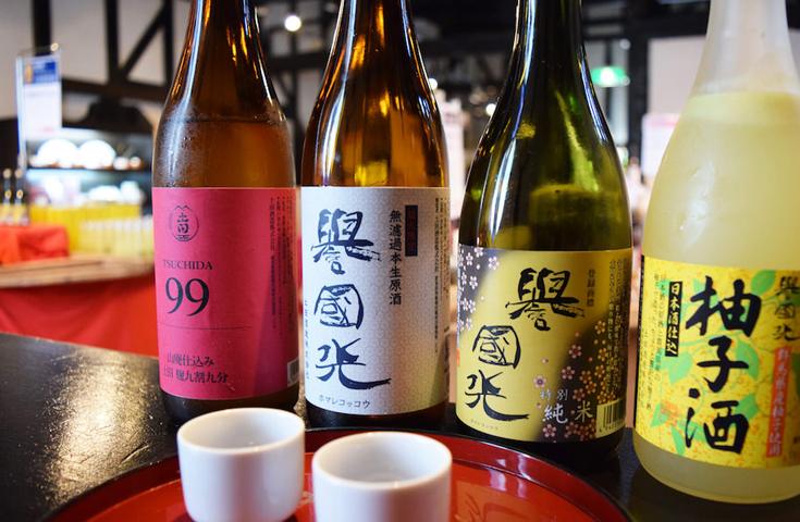 日本酒で仕込んだ柚子酒や梅酒も人気の試飲体験