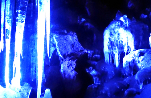 年間通して涼しい天然クーラー「富岳氷穴」