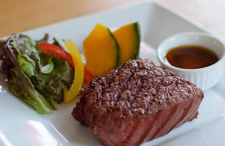 『日光高原牛』ステーキに舌鼓