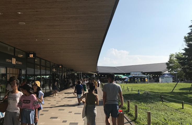 リゾートエリアのアウトレットをたっぷり満喫。国内最大級「軽井沢プリンスショッピングプラザ」でたっぷりショッピング