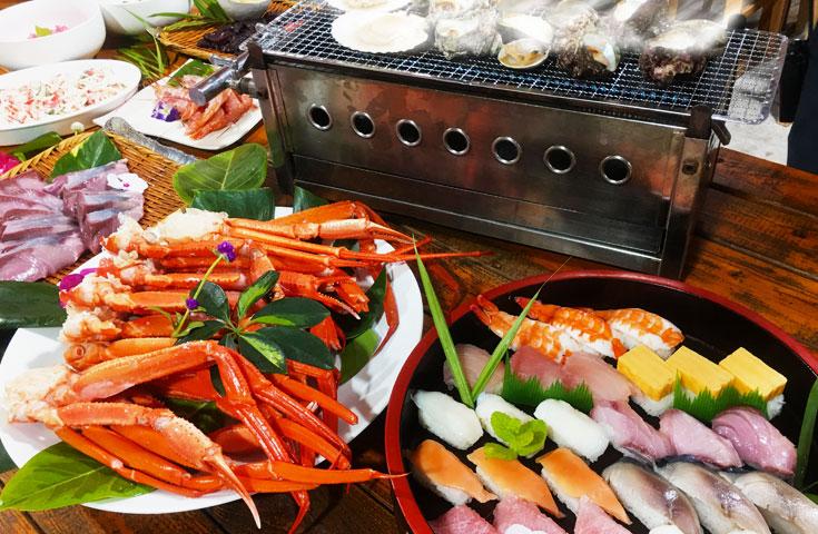 ズワイガニ・寿司・海鮮浜焼きが全部食べ放題!