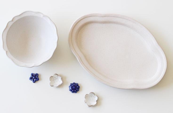 伝統的な益子焼から、カップや皿などの日用品、美術品など販売されます。