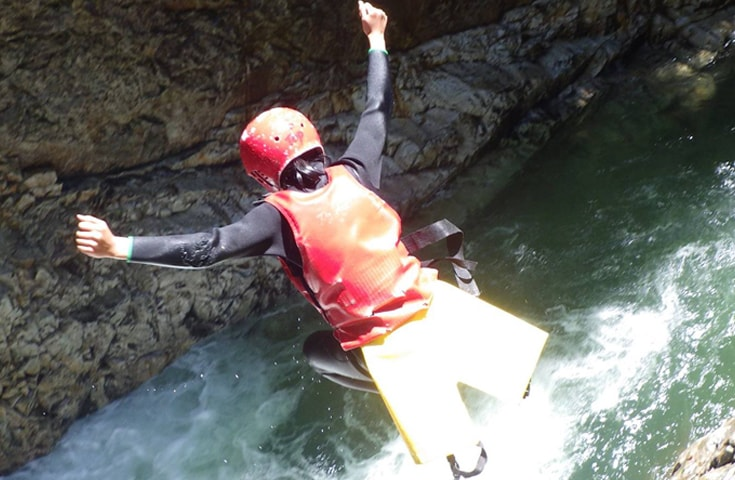 大自然とひとつになれる迫力の川遊びを是非この機会に