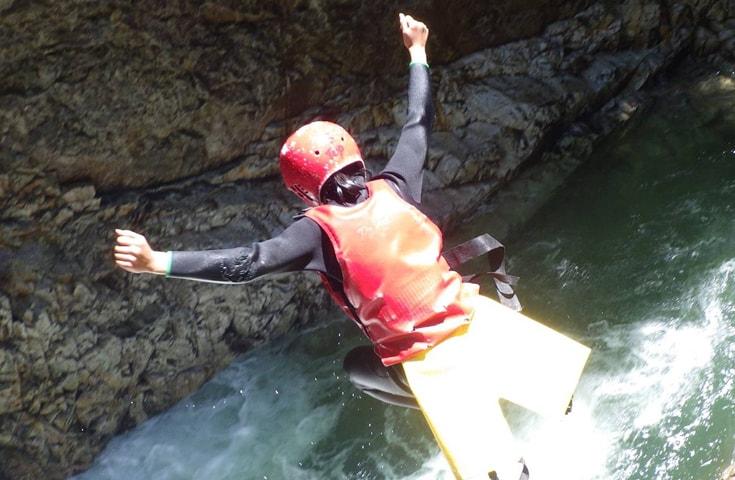 全身で波を感じながら進む究極のリバースポーツ