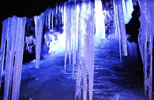 天然クーラー鳴沢氷穴を探検(※混雑状況により富嶽風穴に変更になる場合があります)