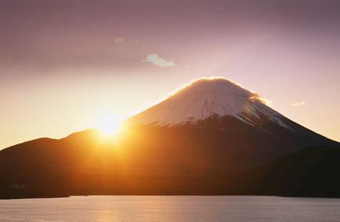 [新宿発]≪新春・日帰りツアー≫初富士・初風呂・初詣!世界遺産「富士山」と迎える2022年元旦初日の出。初づくし日帰りバスツアー