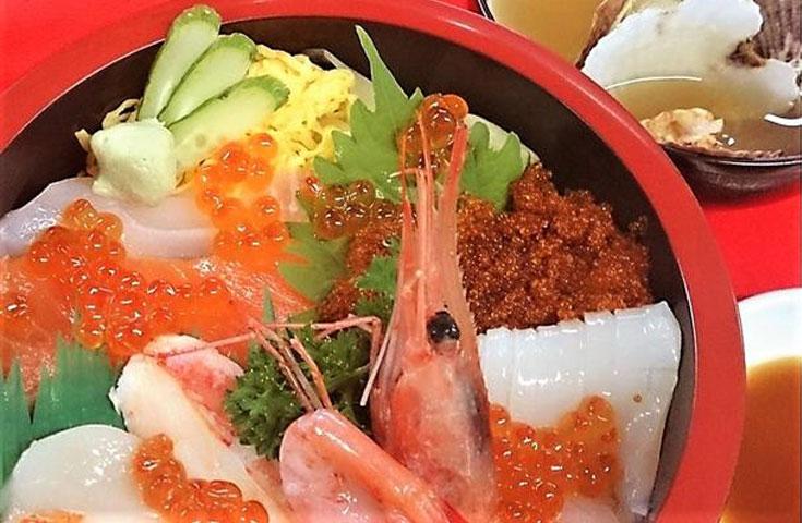オホーツク寿し安の新鮮な『海鮮丼』
