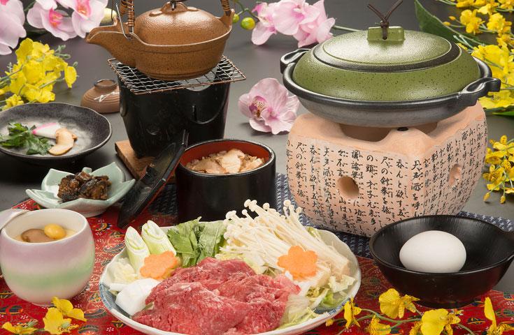 昼食も豪華に、松茸すき焼き膳をご用意