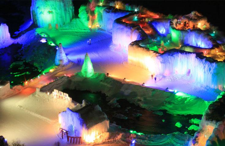 北海道の3大雪祭りの1つ、層雲峡温泉氷瀑(ひょうばく)まつり