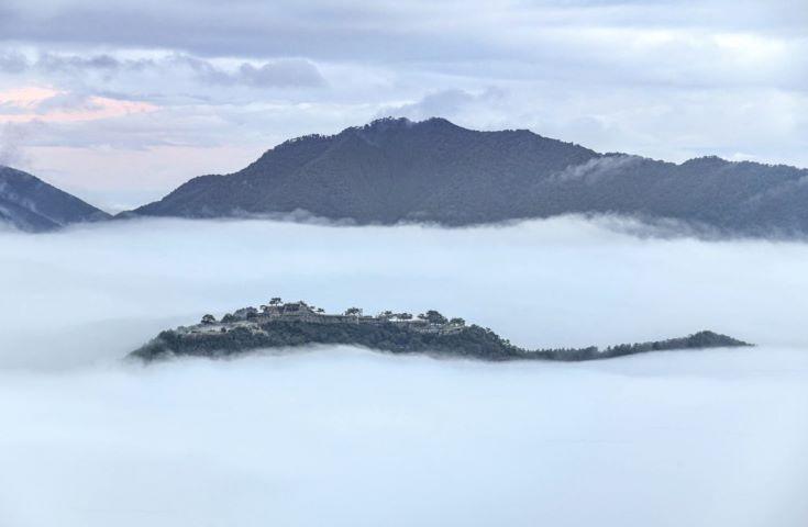 雲海に浮かぶ風景はまさに天空の城 「画像提供:吉田 利栄」