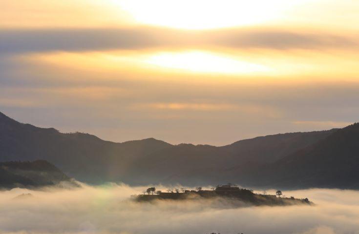 夜発なので朝日も一緒に楽しめちゃう「画像提供:吉田 利栄」