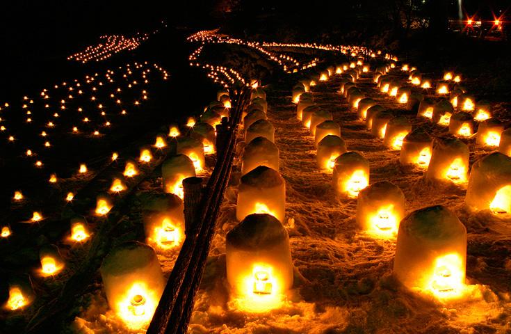 ミニかまくらに灯が入った幻想的な夜景は日本夜景遺産認定。