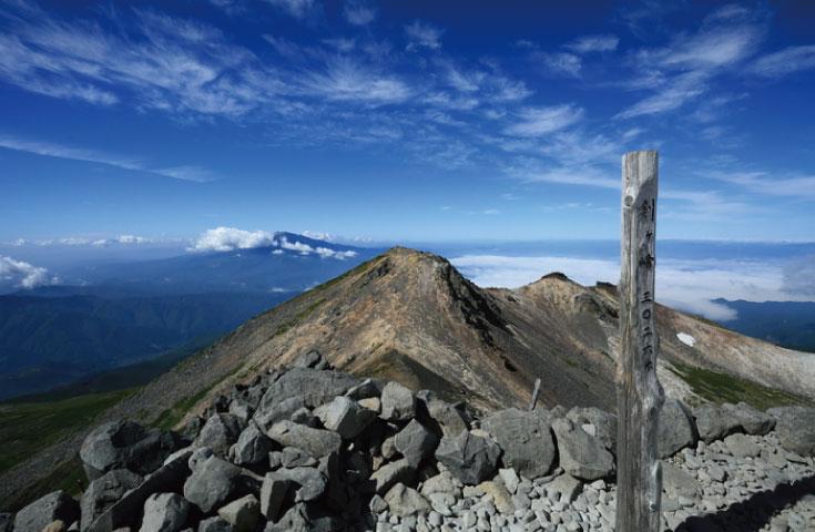 乗鞍岳は3,026mの主峰「剣ヶ峰」