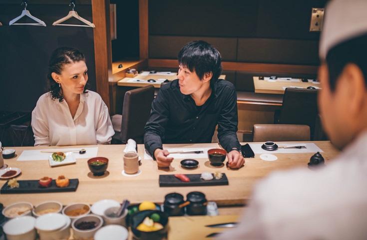 寿司づくりを一緒に体験するので一体感が生まれ、自然と会話が弾みます!