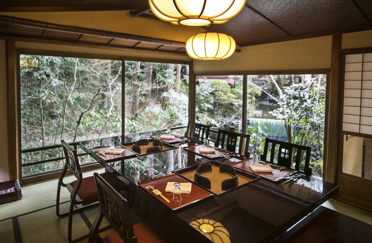 うかい鳥山で風情ある日本庭園、建築に囲まれてのご昼食