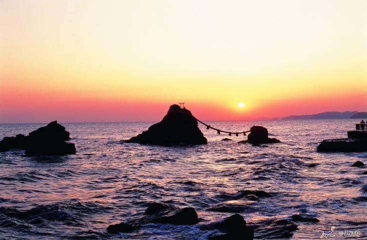 日本最高位の神社「伊勢神宮」を外宮から内宮参拝&シンボル夫婦岩へ縁結び&おかげ横丁などの自由散策と食べ歩きでお楽しみ日帰りツアー