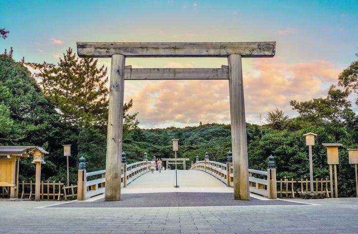日本最高位の神社「伊勢神宮」を外宮から内宮参拝&シンボル夫婦岩へ縁結び&お食事は『海鮮陶板焼』卓上でふたを開けた時海の幸の香りをお楽しみ日帰りツアー