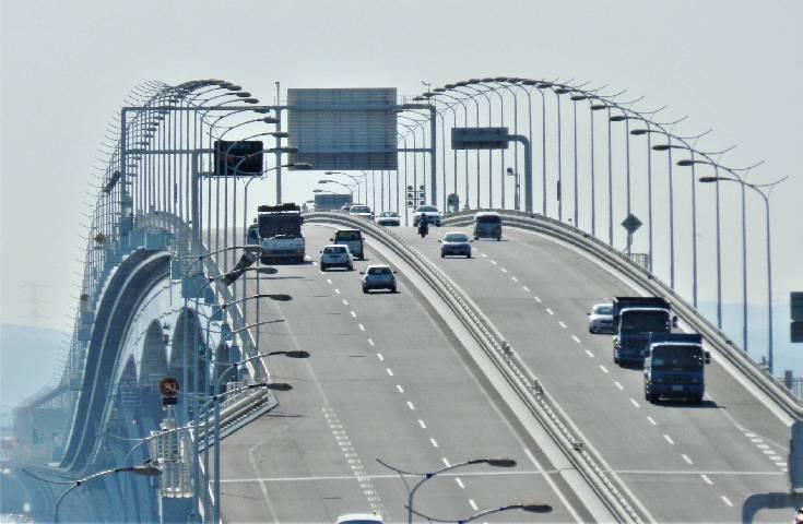 東京湾アクアライン。木更津の4.4kmが橋梁、川崎の約9.5kmがトンネルです。